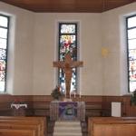 Kirche Bernloch Kreuz und Fenster