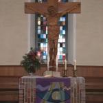 Kirche Bernloch Altar und Kreuz