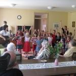 Kindertreff singt in der Seniorenwohnanlage